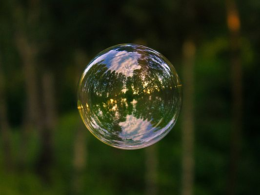 Soap bubble (© Svetlana / stock.adobe.com)